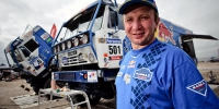 GEPA-09011099011 - ANTOFAGASTA,CHILE,09.JAN.10 - MOTORSPORT, MOTOCROSS, TRUCK, RALLY DAKAR - Image shows a mechanic and the truck of Vladimir Chagin, Sergey Savostin und Eduard Nikolaev (RUS/ Kamaz). Photo: GEPA pictures/ Marcelo Maragni/ Red Bull Photofiles - For editorial use only. Image is free of charge. - Республика Татарстан