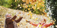 Senior couple is throwing leaves and enjoying in the autumn.  [url=http://www.istockphoto.com/search/lightbox/9786786][img]http://dl.dropbox.com/u/40117171/couples.jpg[/img][/url] - Республика Татарстан